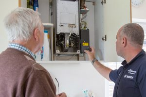 LHPS plumber with customer